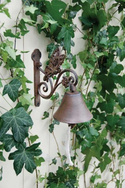 Antik barna öntöttvas kolomp, pillangó figurával
