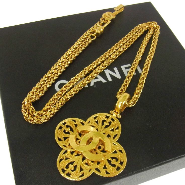 Authentic CHANEL Vintage CC Logos Gold Chain Pendant Necklace France AK05619 #Chanel #Pendant