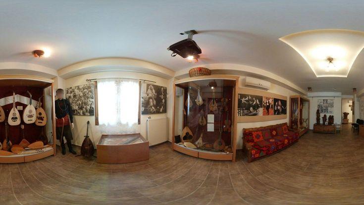 Εικονική πλοήγηση στο μουσείο μουσικών οργάνων Θύραθεν Το μουσείο μουσικών οργάνων Θύραθεν, στον Κρουσώνα Ηρακλείου, βρίσκεται στους χάρτες της Google με 360x180 πανοράματα. https://www.imonline.gr/gr/eikonikes-ploigiseis/eikoniki-ploigisi-sto-mouseio-mousikon-organon-thurathen-1211