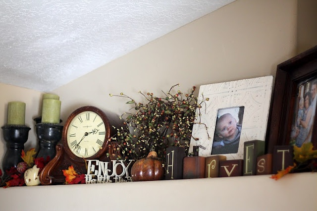 Lots of shelf decor ideas on this site. Been needing this!! In the process of redoing my shelves right now!