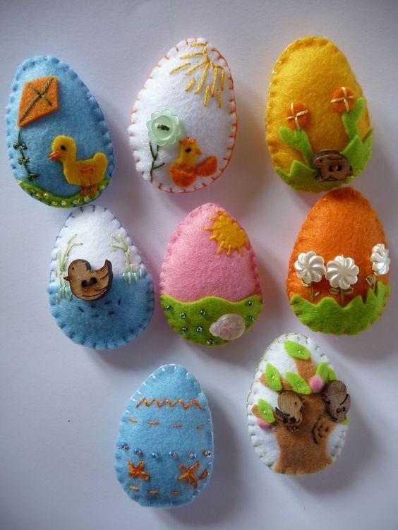 Felt Easter eggs Uova di pasqua in feltro by giuseppina ceraso https://crocettando.wordpress.com/2015/03/20/uova/