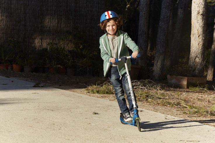 Patinete de color azul con velocímetro ¡Disfruta de una primavera sobre ruedas!  #patinete #niños #juguetessobreruedas #imaginarium