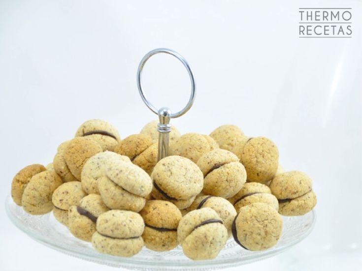 Los besos de dama son un dulce tradicional de la región italiana de Piamonte. Un bocado exquisito hecho con ingredientes sencillos.
