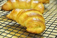 Ricetta fantastica!!! I croissant semplici e veloci fatti in casa senza impastatrice e sfogliatura. Da provare!!