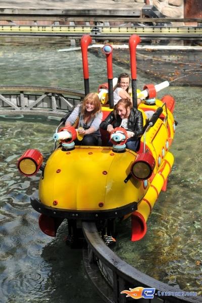 12/14   Photo de l'attraction Splash Battle située à Walibi Holland (Pays-Bas). Plus d'information sur notre site www.e-coasters.com !! Tous les meilleurs Parcs d'Attractions sur un seul site web !!
