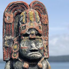 Survivor: Guatemala immunity idol.jpg - page describes all seasons tribal immunity idols and has photos