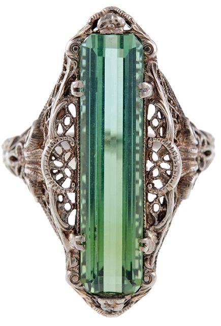 Ring uit de Victoriaanse tijd met Toermalijn en zilver (periode 1880)