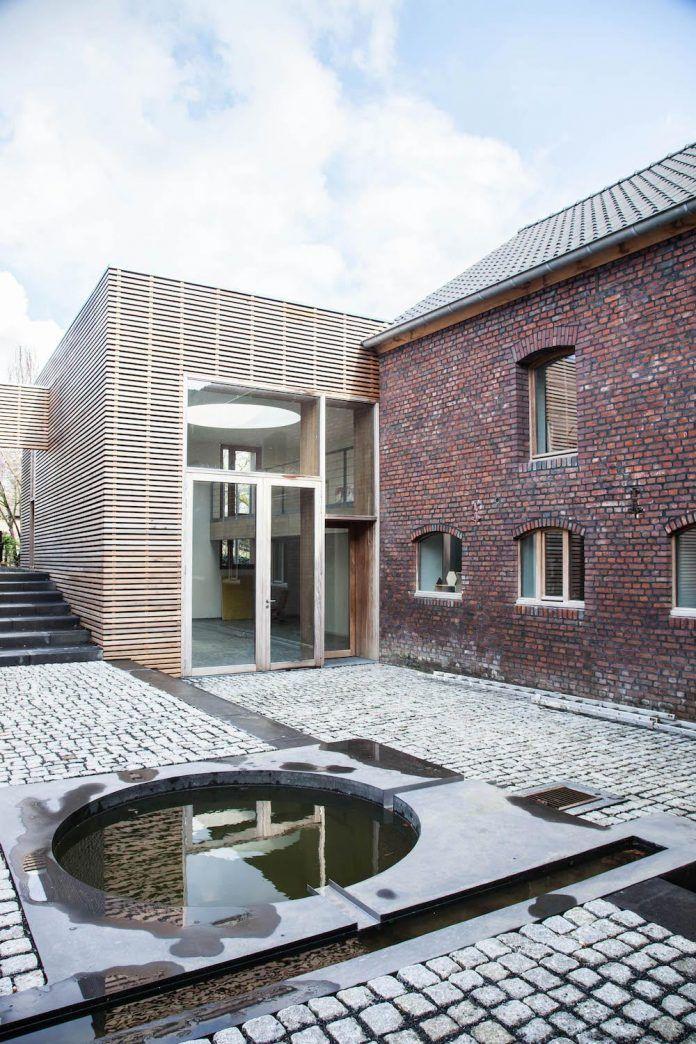 authentic-modern-farmhouse-hilly-countryside-limburg-15