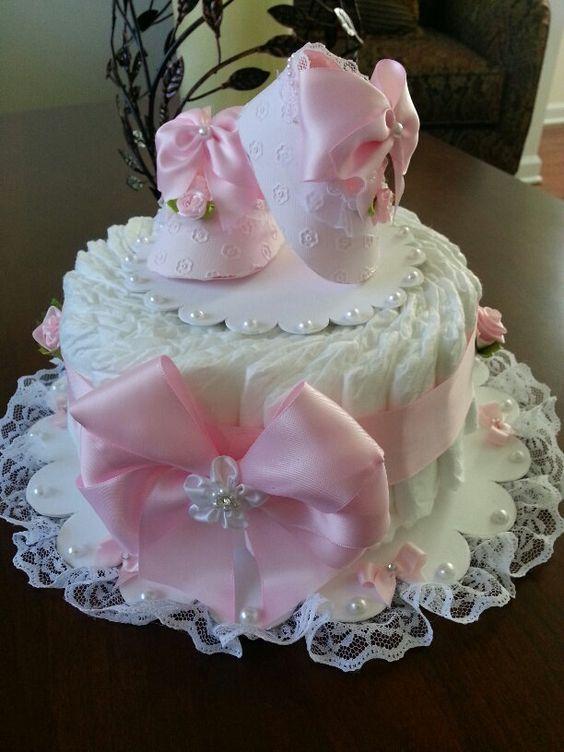 Una grada rosa y blanco pastel de pañales / por TheCarriageShoppe