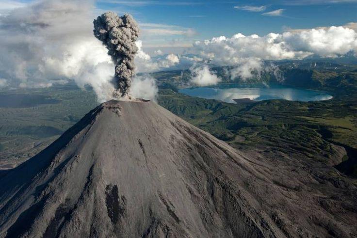 1486-метровый Карымский вулкан на Камчатке