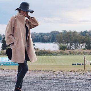 Camel coat and hat/ kamelowy płaszcz i kapelusz z rondem