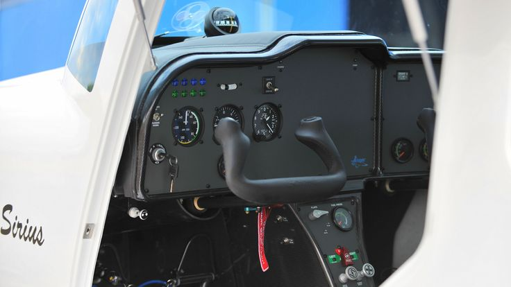 TL 3000 Sirius on floats - instrument panel