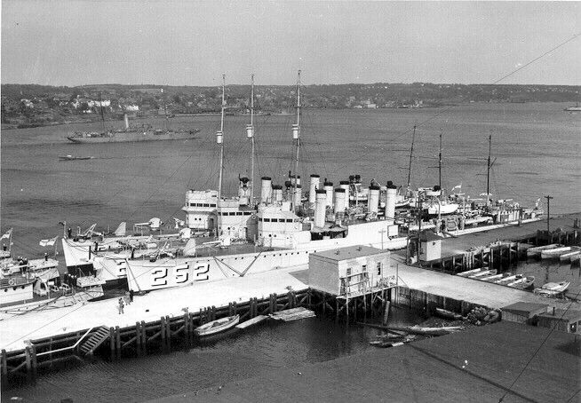 Destroyer canadien Sainte-Croix, anciennement le destroyer McCook DD 252