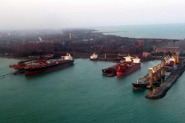 Vista parcial do Porto de Tubarão - Foto Erik Azevedo | Por Eriksailor - Obra do próprio, CC BY-SA 3.0, https://commons.wikimedia.org/w/index.php?curid=16990308