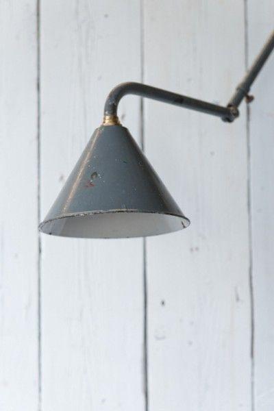 Franse wandlamp emaille grijs uitschuifbaar met koperen details Hal 72 stoere industriele meubels lampen en woonaccessoires 1 (427×640)
