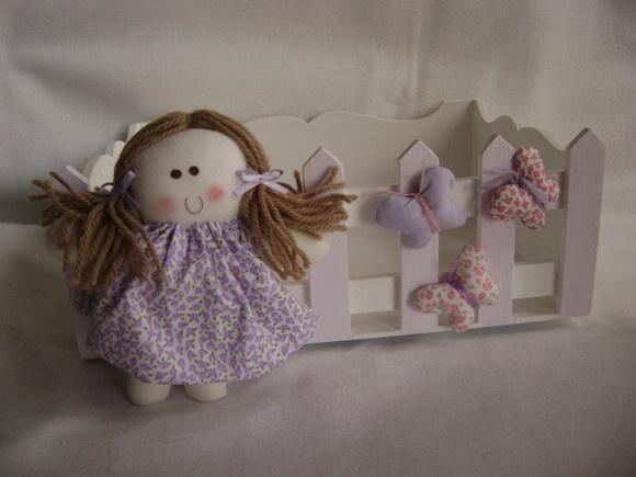quarto da bebe com tema boneca na cor lilás Contem o cesto decorado