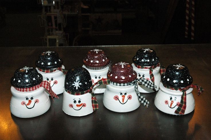 I saw some old glass insulators somewhere online that had been painted into snowmen.     For once, it wasn't on Pinterest !   But...I don'...