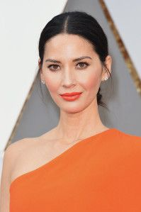 Olivia Munn at the Oscars 2016 | Best Celebrity Eyebrows Of 2016, check it out at http://makeuptutorials.com/best-celebrity-eyebrows-makeup-tutorials