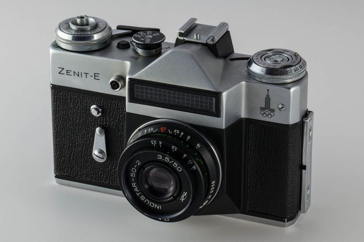 1920px-Zenit-E_Camera_with_Industar_50mm_lens.jpg (1920×1280)