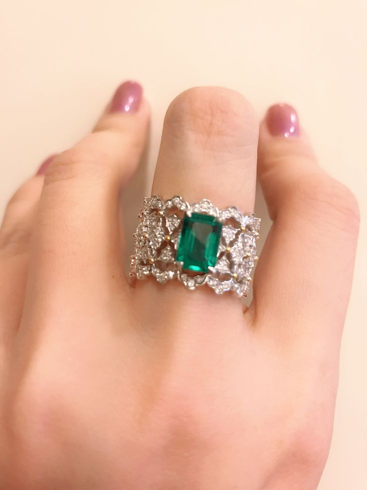 Bucellati emerald diamond ring