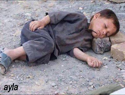 Masalsz uyuyan kimsesiz bir çocuğun gözlerindn öpüp, usulca eğilip kulağına en…