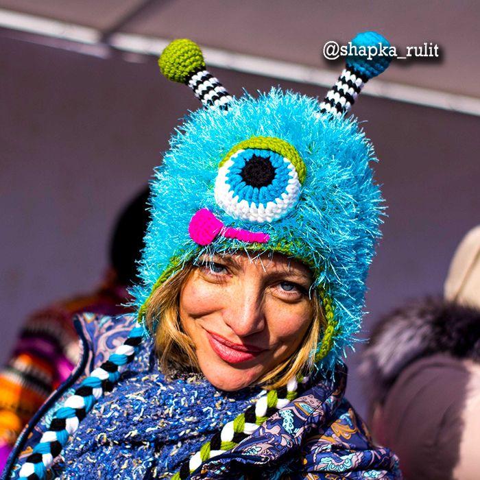 #ШЕДЕВРЫ_ОТ_будьвшапке Шапка #монстрик голубой - Ручная работа и высокое качество нитей - Свой оригинальный дизайн шапки и яркие цвета - Подарок для монстров гениальных и креативных мыслей - Они сразу возьмут в плен ваши души и... голову!  Они появляются в полночь... или на День рождение, по поводу или без него... Они сразу возьмут в плен ваши души и голову, вызывая сплошные... улыбки и позитив. Можно только ужаснуться насколько быстро монстрошапки становятся пределом мечтания для…