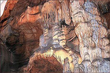 Harmanecká jaskyňa sa nachádza severozápadne od Banskej Bystrice v Harmaneckej doline. Ku vchodu jaskyne sa návštevník dostane po serpentínovom náučnom chodníku. Jaskyňa je dlhá 2650 m Obrovské pagodovité útvary v jaskyni dosahujú výšku až 12 m. V jaskyni okrem primitívnych rastlín žije aj 10 druhov netopierov. Okres Banská Bystrica