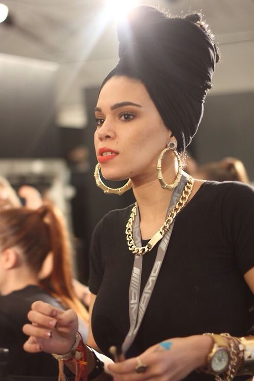 All black, gold and red lips … perfecto! | Turbans and ...