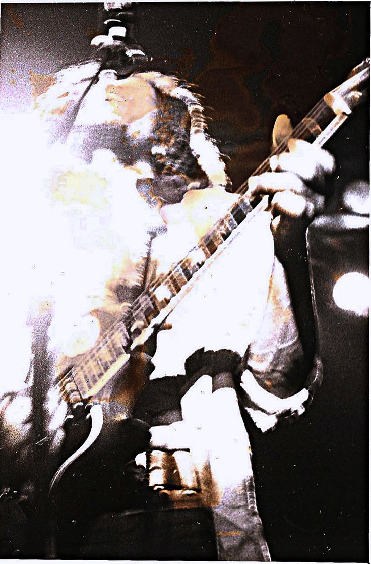**Bob Marley & The Wailers** Music Hall, Boston, MA, USA, April 25, 1976. ►For listening: https://www.youtube.com/watch?v=7Ny4WavyF8o&t=3741s. ►►More fantastic pictures, music and videos of *Robert Nesta Marley & His Wailers* on: https://de.pinterest.com/ReggaeHeart/ ©Lowell Taubman