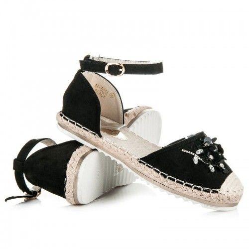 Dámské sandále Marquiz Pemara černé – černá Něžné sandálky vám zpříjemní úplně každý den. Vaše noha nebude klouzat, ale pevně ji zachytí řemínek. Svršek byt je vyroben s krystalky ve tvaru květiny. Boty jsou vyrobeny …