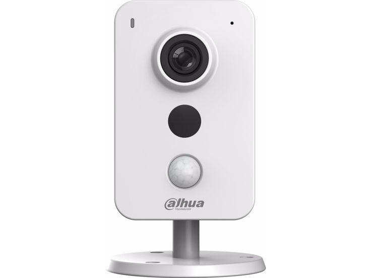 Caméra IP wifi Dahua Full HD 1080P IPC-K26, Discutez à distance avec des visiteurs de votre maison grâce au microphone et haut-parleur intégrés. Sauvegardez vos images dans le Cloud, sur une carte SD ou sur votre NAS.
