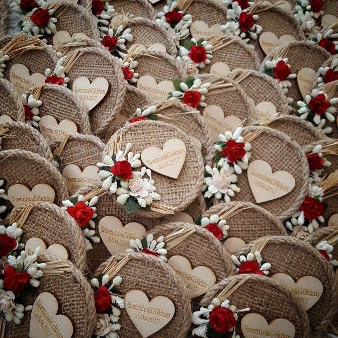 Rustic magnet #kütüktepsi #kütüknişantepsisi #kutuktepsi #rustic #burlap #wedding #engagement #nisanorganizasyonu #soztepsileri #sozhediyelikleri #nisantepsisi #nişantepsisi #yuzukyukseltici #yuzuktepsisi #love #handmade #craft #kurucicek #gelinlik #gelinbuketi #ahsap #agac #nature #vintage #anıdefteri #anı #damatfincani #damatkahvesi #damattepsisi