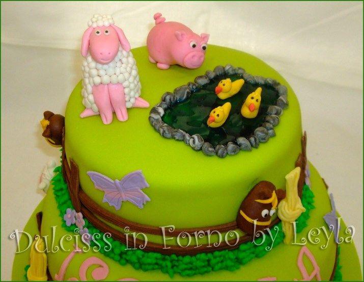 Torta fattoria con maialino, pecorella e stagno con ochette in pasta di zucchero