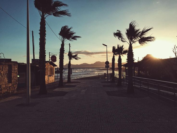 Stormy Morning | Can Picafort  #latergram #mallorca2017 #travel #travelling #travelgram #traveltheworld #streetphotography #streetlife #vsco #vscocam #vscodaily #wanderlust #moinpg #city #citylife #citylights #diewocheaufinstagram #igtravel #beach #beachwaves #cloudporn #glorymorning #earlybird #sunset_madness #sunset