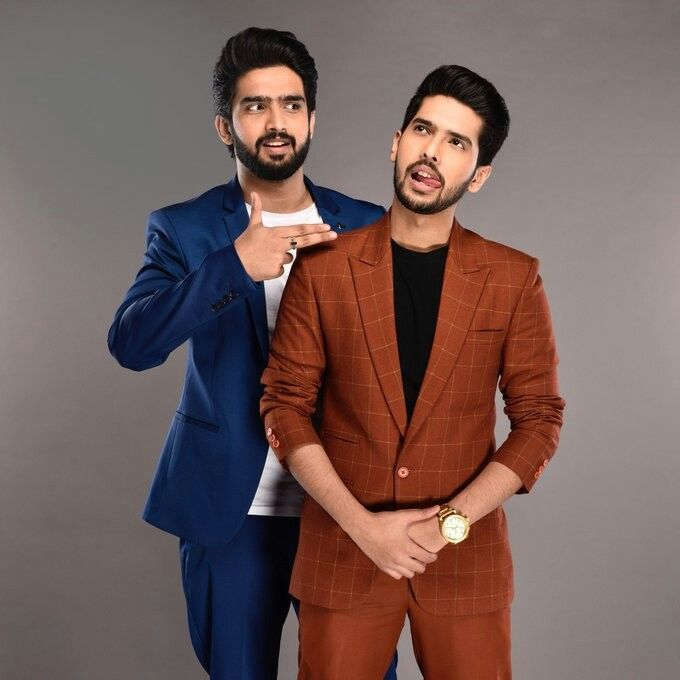 Armaan: Yeah I know @MTVUnplugged is a serious work but who said we can't o some foolery behind the scenes.