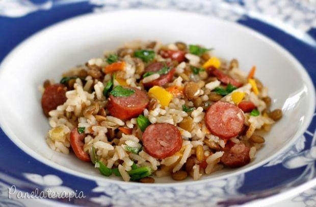 Esse arroz é receita da minha mãe. Embora a lentilha não seja um ingrediente muito fotogênico, é um super alimento! Tem altíssimo valor nutricional! Confesso que quase não consumia, mas estou tenta…