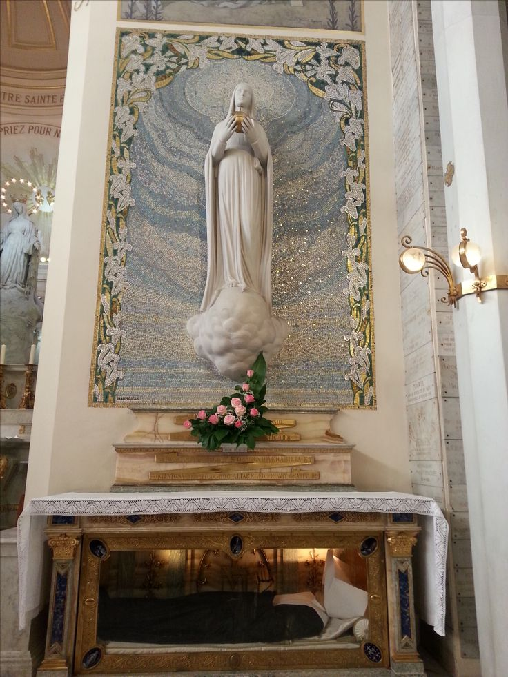 Chapel of Our Lady of the Miraculous Medal and ancorrupted body of Saint Catherine Laboure.