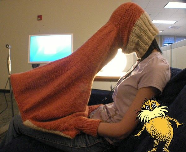 """The Body-laptop interface to provide the user """"privacy, warmth, and concentration"""" when using a laptop in public spaces."""