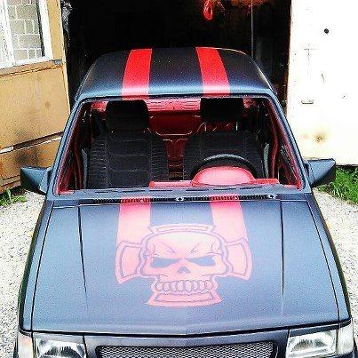 Pasi Sandelin osallistuu kisaan Opel Corsalla joka on maalattu Mipan värellä ja lakattu Troton Diabolic mattalakalla.