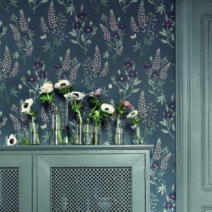 Fjärde tumnagelsbilden av tapetern Emma Mörk grå