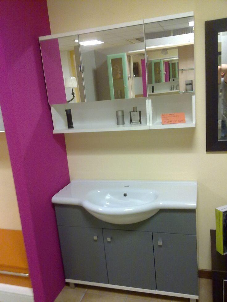 bagno con lavabo tutto piano ceramica specchio contenitore €600,00
