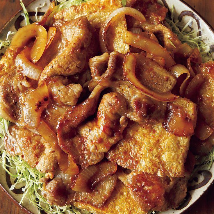焼いた油揚げが肉になじむ!「油揚げin豚のしょうが焼き」のレシピです。プロの料理家・市瀬悦子さんによる、豚しょうが焼き用肉、油揚げ、玉ねぎ、キャベツ、おろししょうがなどを使った、600Kcalの料理レシピです。