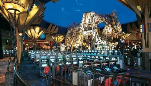 Mohegan Sun Casino - Las Vegas | Casinos Interior Design. Best Casino. Contract Furniture. Hospitality Furniture. #bestcasino #interiordesign #contractfurniture Find more inspiration at: www.brabbu.com/