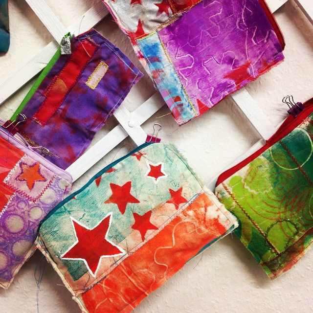 by artist Steffi Moellers: These pouches are made out of the beautiful fabric we printed last week with the gelli plate...totally unique!!#artsidestudio #workshops #gelliplate #gelliprinting #gelliarts #fabric #mixedmedia #ahrensburg #Hamburg #volksdorf #artisfun #acrylics