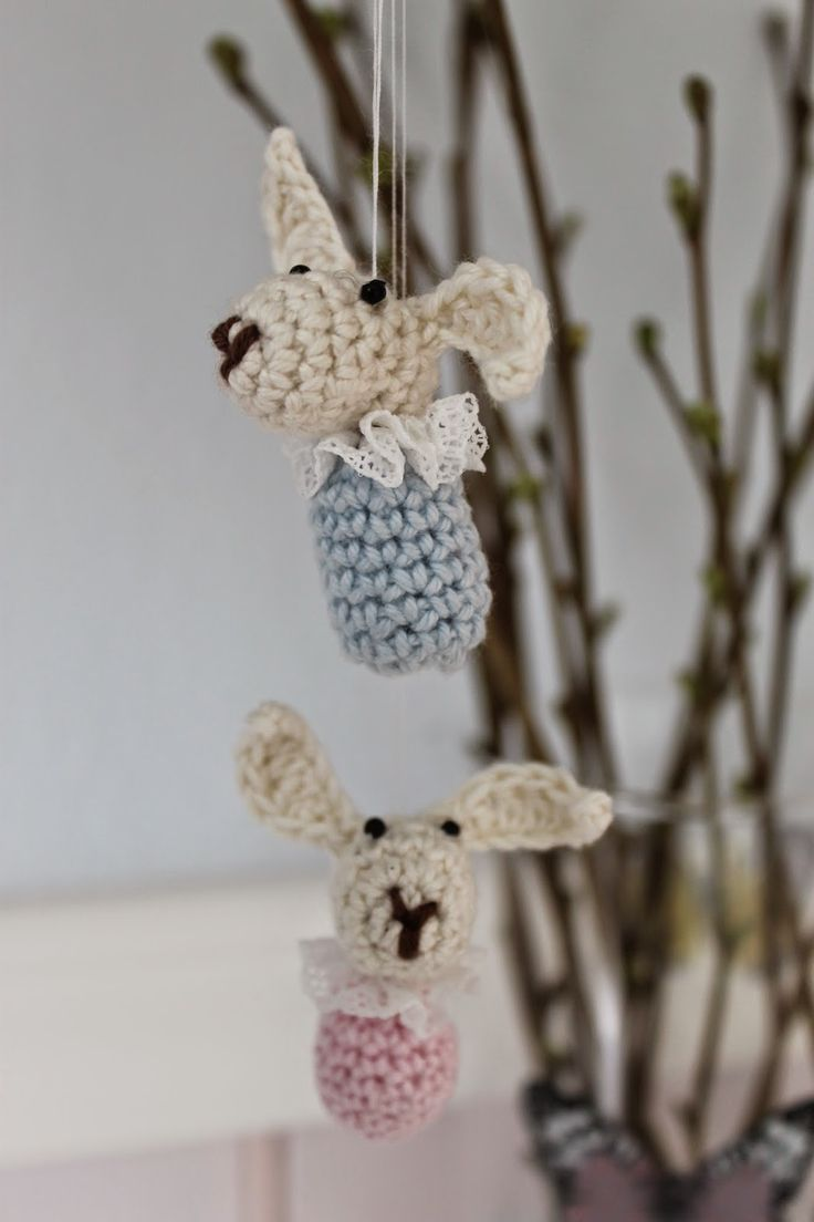 En kreativ verden: Little Easter bunny ornament, free pattern in Danish.