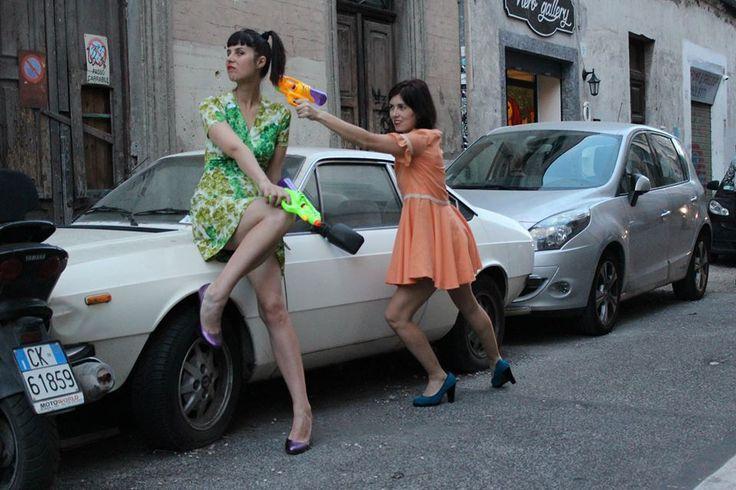 Iva e Jonida per INVASIONI BALCANICHE Foto Eva Won Dressing Mackie Messer