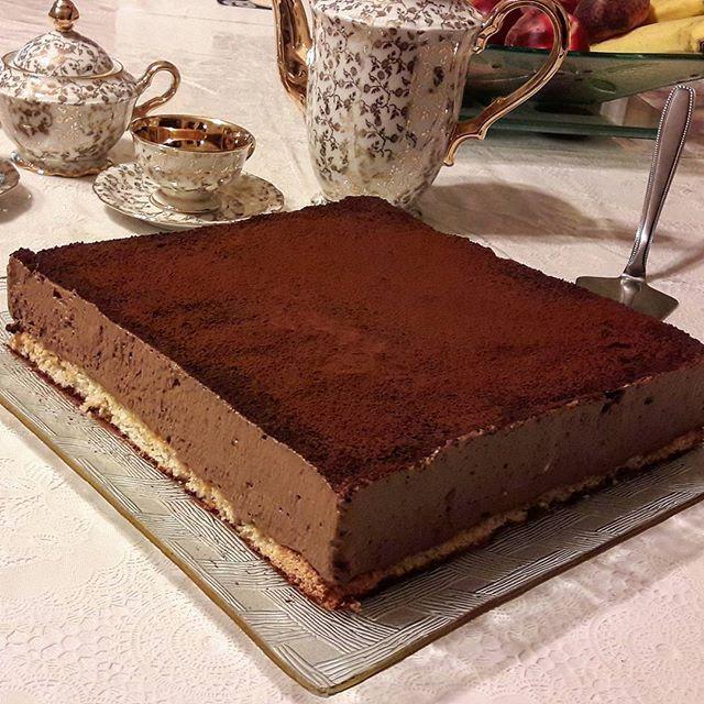 Biscuit mousse au chocolat sur dacquoise aux amandes