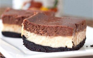 Nutella Cheesecake Bars    2 cups Oreo crumbs  1/2 stick unsalted butter, melted  16 ounces cream cheese, at room temperature  2 eggs, at room temperature  1/2 cup granulated sugar  1/4 cup + 1 tablespoon heavy cream  1 vanilla bean, halved and seeds scraped (or 1 tsp vanilla extract)  1/3 cup Nutella