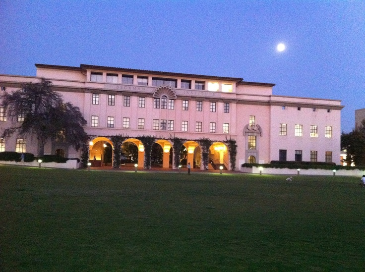 Cal Tech. yes, the full moon was in the sky.