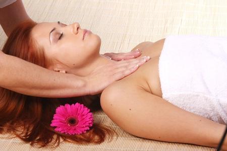 Klasyczny masaż działa przeciwbólowo, polepsza odżywianie tkanek, reguluje napięcie mięśniowe, uaktywnia przepływ krwi i limfy, odpręża, przyspiesza wypoczynek mięśni.